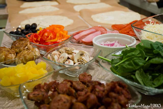DIY-pizza-party-fixings